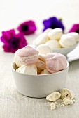Meringhe alla panna (meringues filled with cream, Italy)