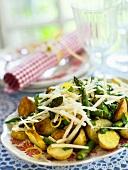 Bratkartoffel-Spargel-Salat mit Parmesan & Zitronenzesten