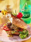 Hamburger mit Baguettebrot