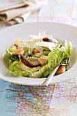Cäsarsalat mit Croutons und Parmesan (USA)