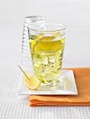 Ein Glas Waldmeister-Cocktail