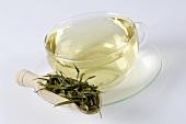 Bambusblatt-Tee mit getrockneten Blättern