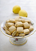 Lemon canistrelli (French cakes)