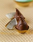 Schokoladenprailinen in Konfektförmchen