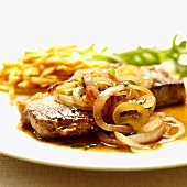 Entrecôte steak with onion rings