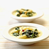 Gnocchi with spinach in cream sauce