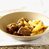 Beef stew with beer and chips