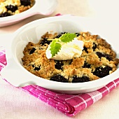 Blueberry crumble with whipped cream