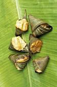 Jackfruit Appam (in Blättern gedämpft, Kerala, Indien)