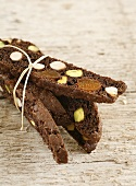 Biscotti neri (Chocolate biscuits with nuts and dried fruit)