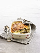 Wheat gratin with ham, spinach and béchamel sauce