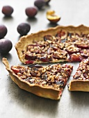 Plum tart with nuts