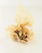 Gnocchi mit Pilzen und Kräutern in Pergamentpapier gebacken