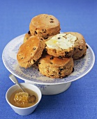 Raisin and orange scones with honey