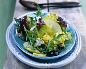 Salad leaves with pears, grapes and blue cheese