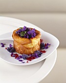 Small sheep's cheese cake with violets