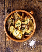 Oven-baked potatoes with chanterelles