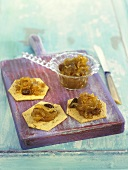 Crackers with onion chutney