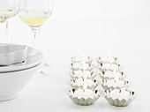 Tea lights in baking tins, cutlery and wine glasses