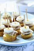 Potato canapes with herring and leek