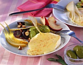 Grilled Camembert with fruit