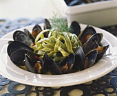 Mussels with fresh spinach fettuccine