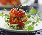 Tomato stuffed with mince and pine nuts