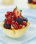 Pastry shell filled with mascarpone and fresh berries