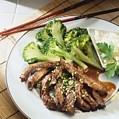 Strips of beef with broccoli