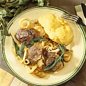 Fried liver with sage, onions and mashed potato