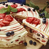 Sponge cake with yoghurt and berry filling