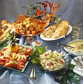Buffet: fish- & fruit salad, deep-fried vegetables, filet en croûte