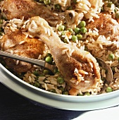 Pan-cooked chicken with rice and peas