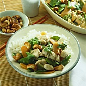 Spicy coconut chicken with vegetables, cashew nuts & rice