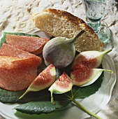 Figs with salami (appetiser)