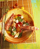 Mediterrane Fischsuppe mit Garnelen
