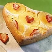 Gestürzter Ananaskuchen in Herzform