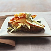 Ham, pear and Roquefort on toasted bread