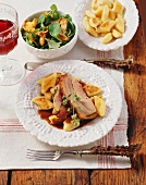 Veal breast in red wine sauce with potato 'Paunzen', side salad