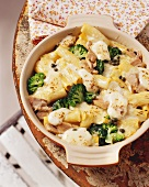 Pasta, broccoli and mozzarella bake