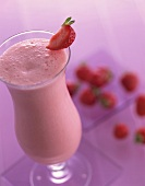 Strawberry Summer Feeling: strawberry cocktail with vanilla ice cream