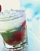 Strawberry Caipirinha: Cocktail mit Wodka & Erdbeeren