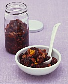 Spicy cranberry, apple and walnut relish