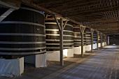 Große Weinfässer vom Chateau Lynch-Bages, Bordeaux, Frankreich