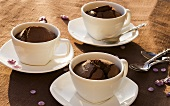 Chocolate puddings baked in three cups