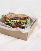 Ein Sandwich in einer Box