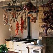 Küchenausschnitt mit Küchenofen