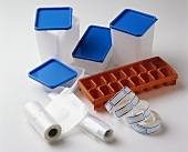 Freezing: plastic boxes, ice cube tray, freezer bags