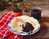 Crêpe with blueberry jam