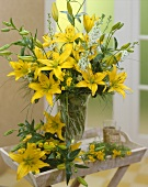 Blumenstrauss mit gelben Lilien